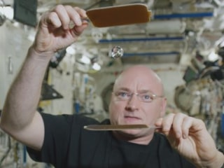 Scott Kelly Spends 300th Day in Space Playing Ping Pong With a Water Droplet
