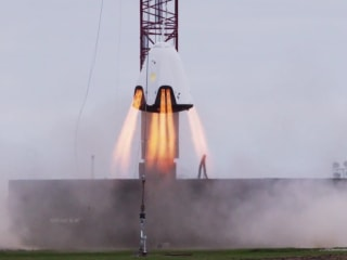 SpaceX Fires Up Dragon Crew Capsule in Hover Test