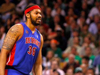 Former Detroit Pistons Star Brings Truck Full of Water to Flint