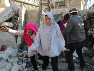 Aleppo Residents See 'Deaths Everywhere' as U.N. Issues Aid Warning
