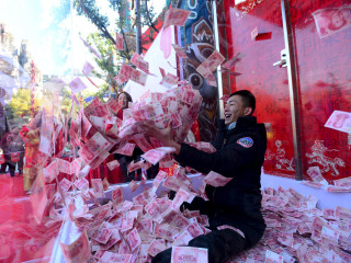 China Devalued Its Currency, Then Spent $400 Billion to Save It