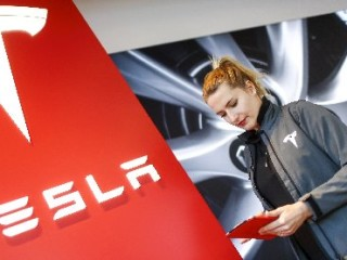 Tesla Wants to Make Half a Million Electric Cars a Year by 2018