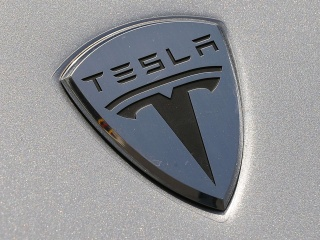 Tesla Shares Dip After Consumer Reports Cites Quality Issues