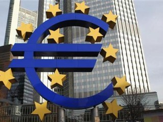 Euro Dips Before Central Bank Meeting