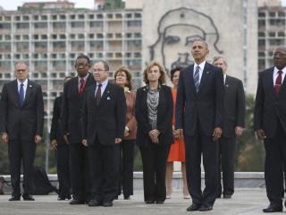 Che Guevara Mural Looms Large Behind Obama During Cuba Visit