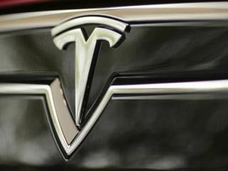 Tesla Sends Owner Detailed Log After Self-Parking Crunch