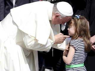 Pope Francis Blesses Eyes of U.S. Girl, 5, Who Is Going Blind