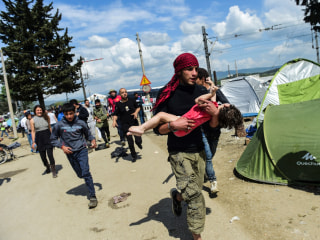 Hundreds Hurt in Police Clashes at Greece-Macedonia Border