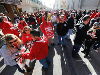 Verizon Workers Strike as Contract Negotiations Stall