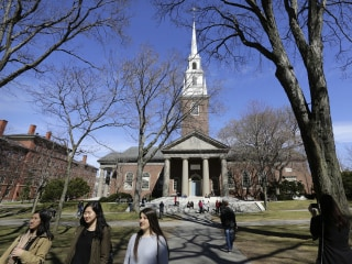 Colleges Use Snapchat to Attract Prospective Students