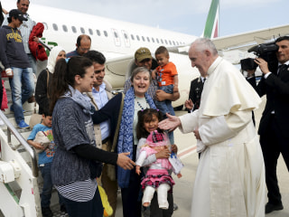 Pope Francis Takes 12 Syrian Refugees Back From Greek Island