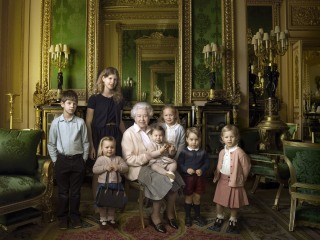 It's Grand To Be Queen: Family Photos Celebrate Monarch's 90th