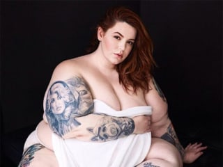 Model Tess Holliday Battles Body-Shamers With Revealing Pregnancy Photo