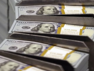 Dollar Cruises to Third Weekly Win, Stocks Bounce