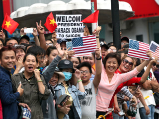 Vietnamese Crowds Shower Love on President Obama