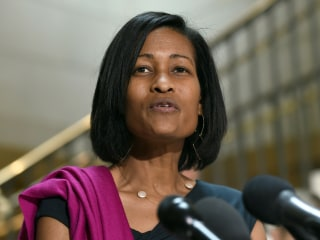 Veteran Clinton Aide Cheryl Mills Cites Email Server Talks in Testimony