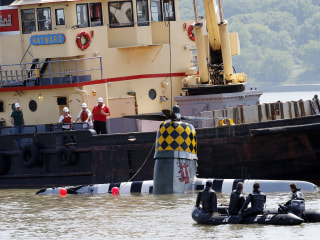Vintage Plane Removed From Hudson River After Pilot Dies