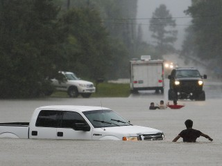 Four Missing, Four Dead in Texas and Kansas Flooding