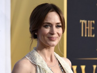 See the First Photo of Emily Blunt as Mary Poppins