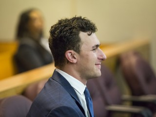 Manziel's Lawyer Accidentally Texts Case Strategy to AP