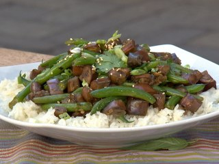 This Green Bean and Eggplant Stir-Fry Is Extra Garlicky and Delicious