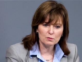 German Lawmaker Petra Hinz Admits Faking Law Degree on Resume