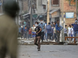 Kashmir Separatists Turn to Facebook, WhatsApp in Fight Against India