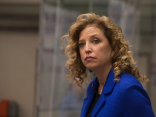 DNC Chief Debbie Wasserman Schultz Stepping Aside in Wake of Leaked Email Scandal