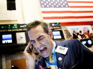 Dow Drops 150 Points on Weak Tech, Auto Stocks