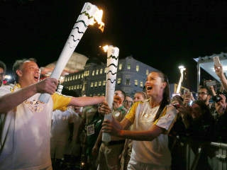 Torch Makes Final Stops in Rio Before Olympic Kickoff