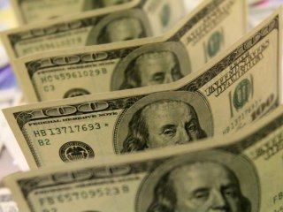 Dollar at Seven-Week Low as Fed Minutes Show Little Support for Rate Rise