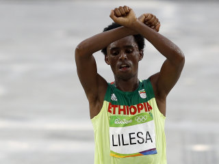 Feyisa Lilesa, Ethiopian Runner, Makes Defiant Protest Gesture at Rio Olympics