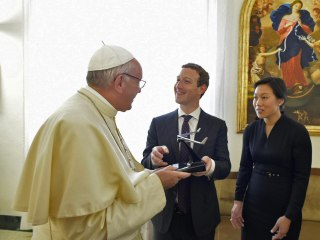 Mark Zuckerberg Meets Pope Francis and Gives Him A Drone