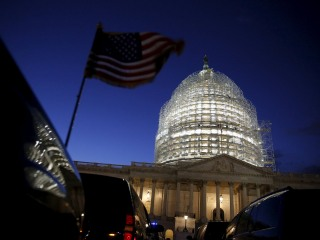 Poll: Voters Blame Both Parties for Congressional Gridlock