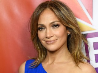 Jennifer Lopez and look-alike daughter Emme, 8, pose for sweet snap