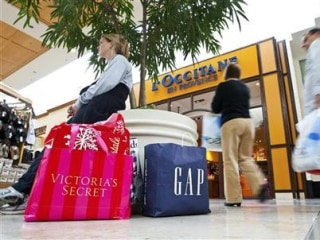 This is How Much You'll Spend on Holiday Shopping