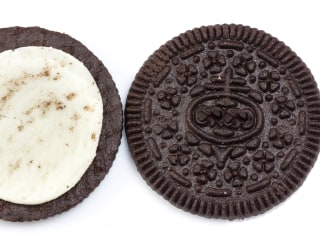 Here's how to tell which side of an Oreo will get the icing every time