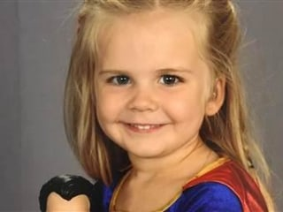 3-Year-Old Girl Wins School Picture Day With Super Outfit