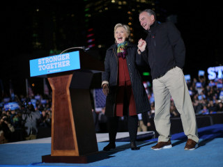 Hillary Clinton, Tim Kaine Swing Through Pennsylvania on Joint Tour