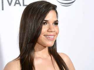 America Ferrera chops her hair into a bob — and looks stunning!