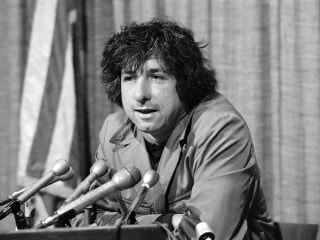 Tom Hayden, 1960s Anti-War Activist and Chicago 8 Defendant, Dies at 76