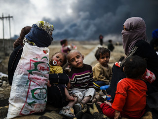 Iraqi Families Flee Mosul as Army Battles ISIS