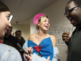 Jay Z, Miley Cyrus Headline Clinton's Get-Out-the-Vote Efforts in Key States