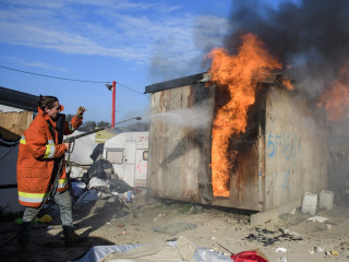 Calais Jungle Migrant Camp Clearance Resumes After Fires, Gas Explosions