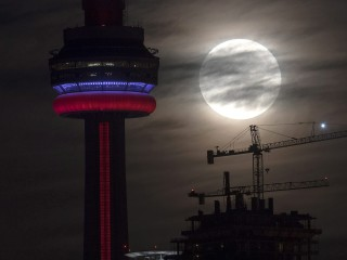 Stunning Views as 'Supermoon' Orbits Closest to Earth Since 1948