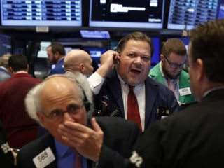 Dow Pauses After Six-Day Rally; Tech Stocks Finally Get a Boost