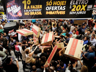 Thursday in Pictures: Black Friday Hits Brazil and More