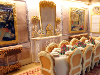 See inside this amazing gingerbread house that took 500 hours to make