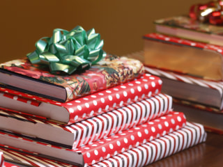 How to create a fancy holiday centerpiece using books