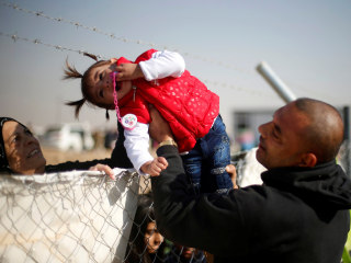 Today in Pictures: Displaced Iraqi Families Reunite and More